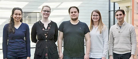 From the left: Prof. Dr. Cynthia Sharma, Sara Eisenbart, Thorsten Bischler, Belinda Aul from the Institute of Molecular Infection Biology (IMIB) and Prof. Dr. Chase Beisel from the Helmholtz-Institute of RNA-based Infection Research (HIRI) in Würzburg. (