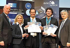 Awards ceremony in Berlin: Professor Sergio Montenegro (centre) and Tobias Mikschl with Wolfgang Scheremet from the Federal Ministry for Economic Affairs (right) and Gerd Gruppe and Franziska Zeitler, both from the DLR Space Administration.