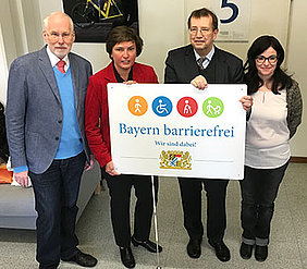 Together for inclusion and accessibility: Professor Reinhard Lelgemann, Irmgard Badura, university president Alfred Forchel and Sandra Mölter (from left).