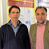 Thomas Dandekar (left) and Muhammad Naseem explore ways of enhancing plant yield and fighting climate change at the same time.