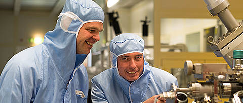 Martin Kamp and Professor Sven Höfling working in the highly controlled environment of the University of Würzburg's cleanroom.