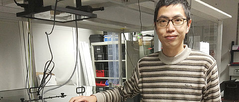 Dr. Donghai Li at his experiment on coherent 2D microscopy.