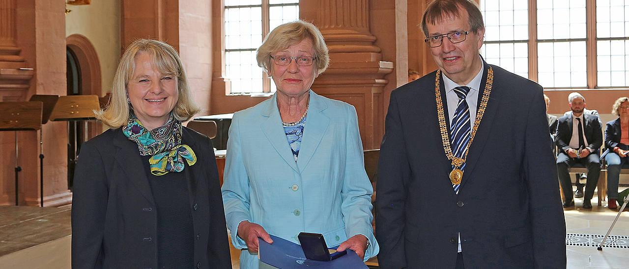 44d6ad84cdb3be Medaille für Margarete Götz - Universität Würzburg