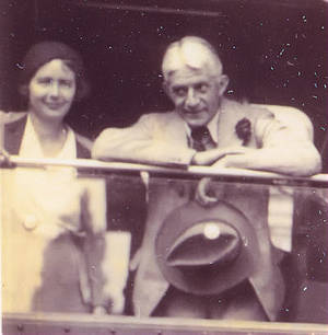 Photo of Wolfgang Koehler togehter with his wife in a train